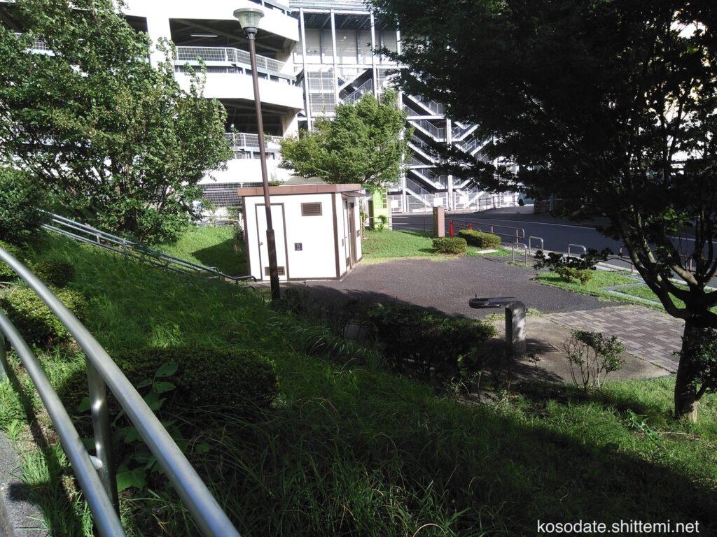 吾妻山公園 トイレの外観