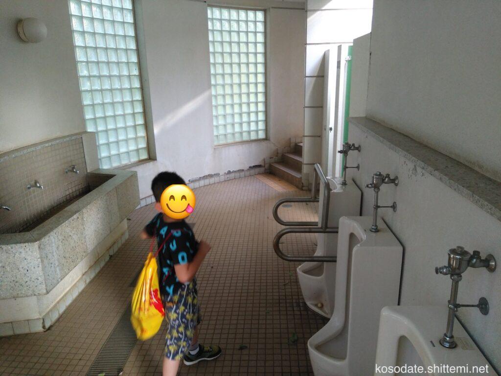 大塚・歳勝土遺跡公園 男子トイレ