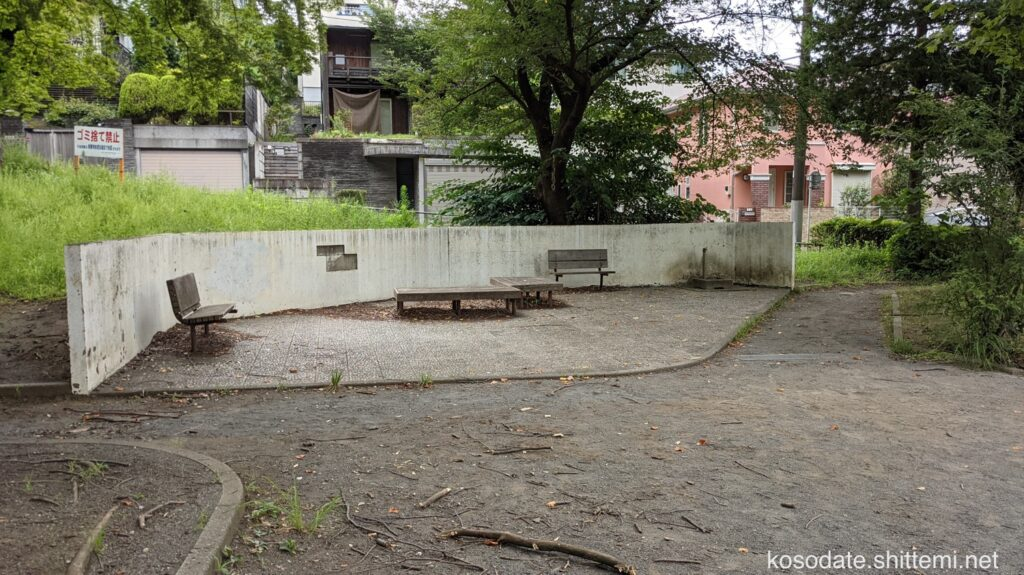 土橋7丁目公園 ベンチと手洗い場