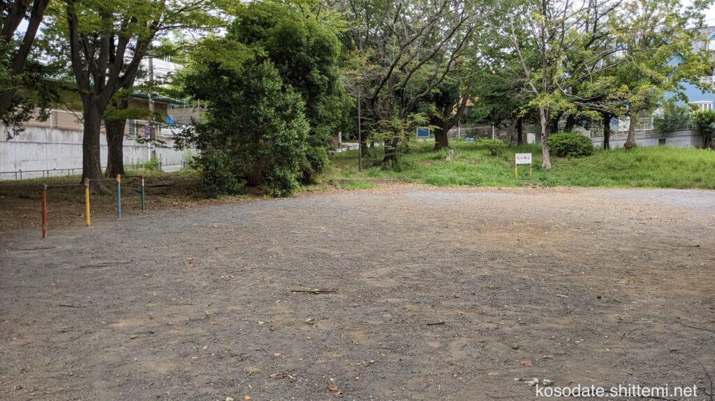 土橋7丁目公園 上段グラウンドの鉄棒