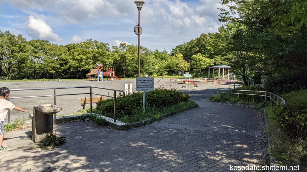 保木公園 入り口からの見た目