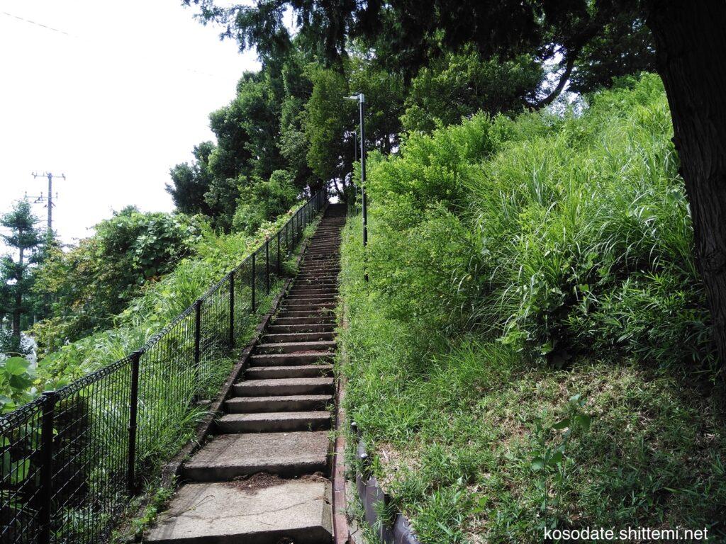 鷺沼北公園 裏側の長い階段